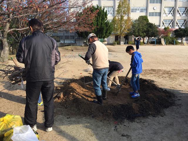 高松市立川添小学校で行われた放課後こども教室「焼き芋大会」に参加!