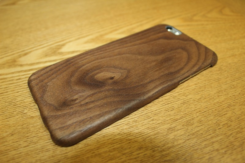 木の手触りが良い! iPhone 6 Plus のケースを PITAKA® 黒くるみ天然木ケースに変えてみました!